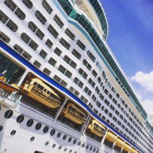 豪華客船の爽やかカラー。