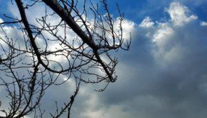 鉛色の雲を見たら…