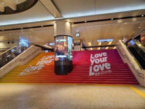 阪急梅田駅の階段が…